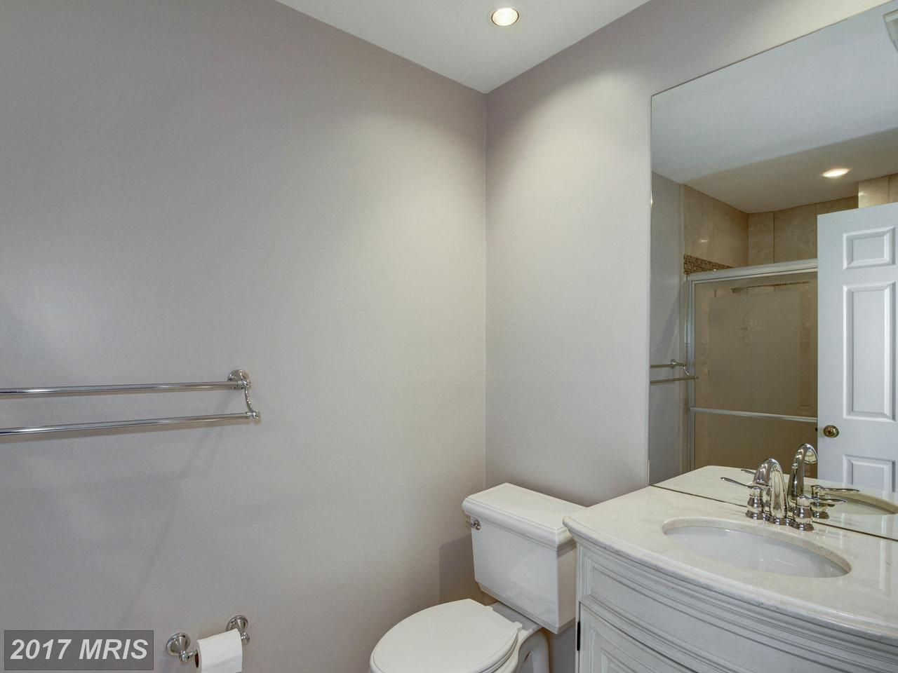Additional photo for property listing at Detached, International - WASHINGTON, DC 4662 CHARLESTON TER NW Washington, Columbia Bölgesi,20007 Amerika Birleşik Devletleri