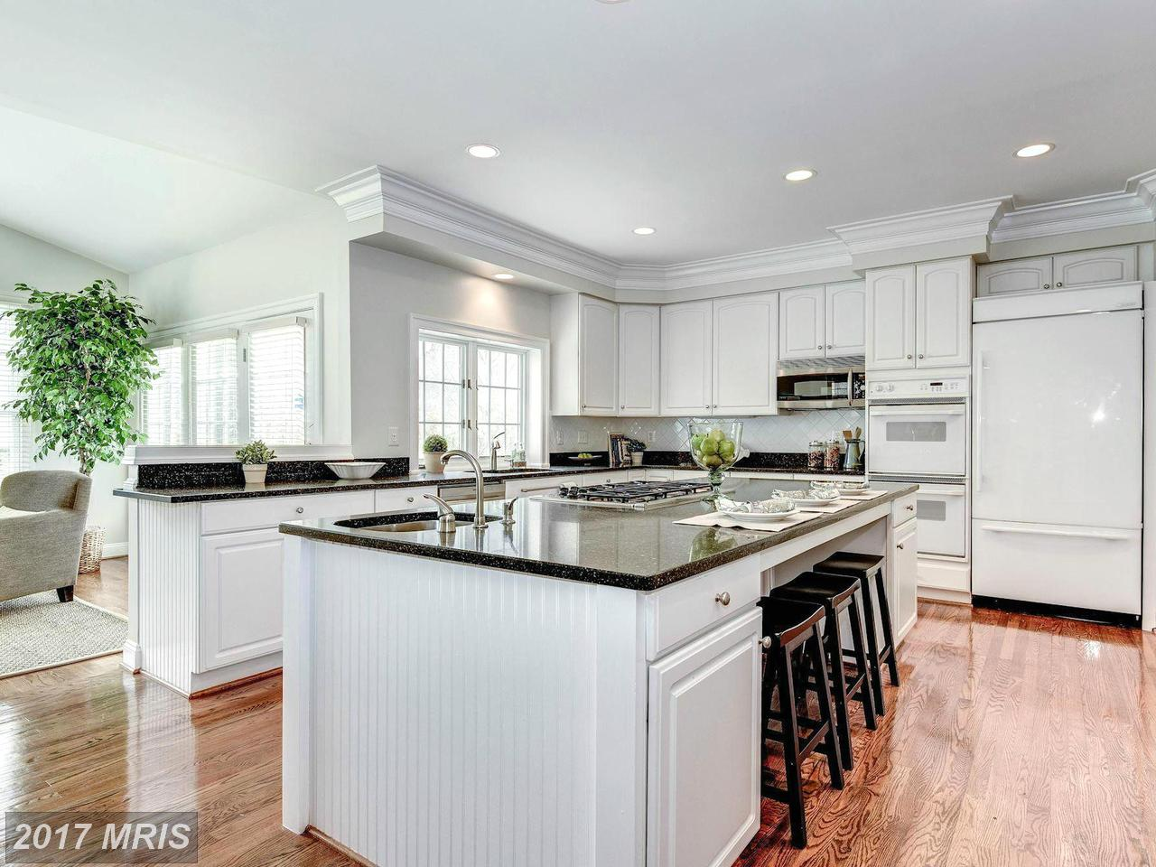 Additional photo for property listing at Colonial, Detached - MCLEAN, VA 1423 MAYHURST BLVD 麦克林, 弗吉尼亚州,22102 美国