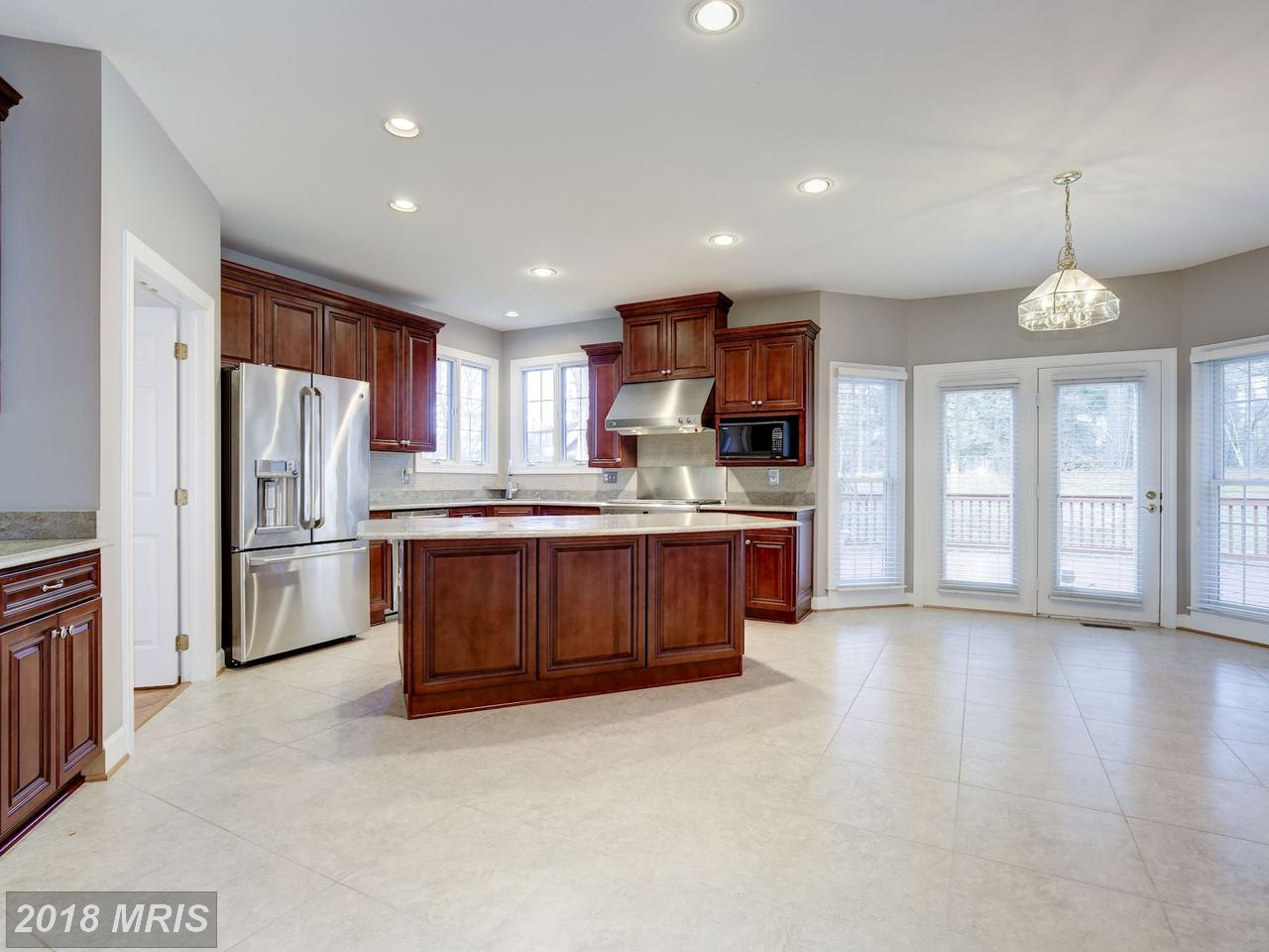 Additional photo for property listing at Colonial, Detached - ROCKVILLE, MD 9909 ALDERSGATE RD Rockville, Maryland,20850 Stati Uniti