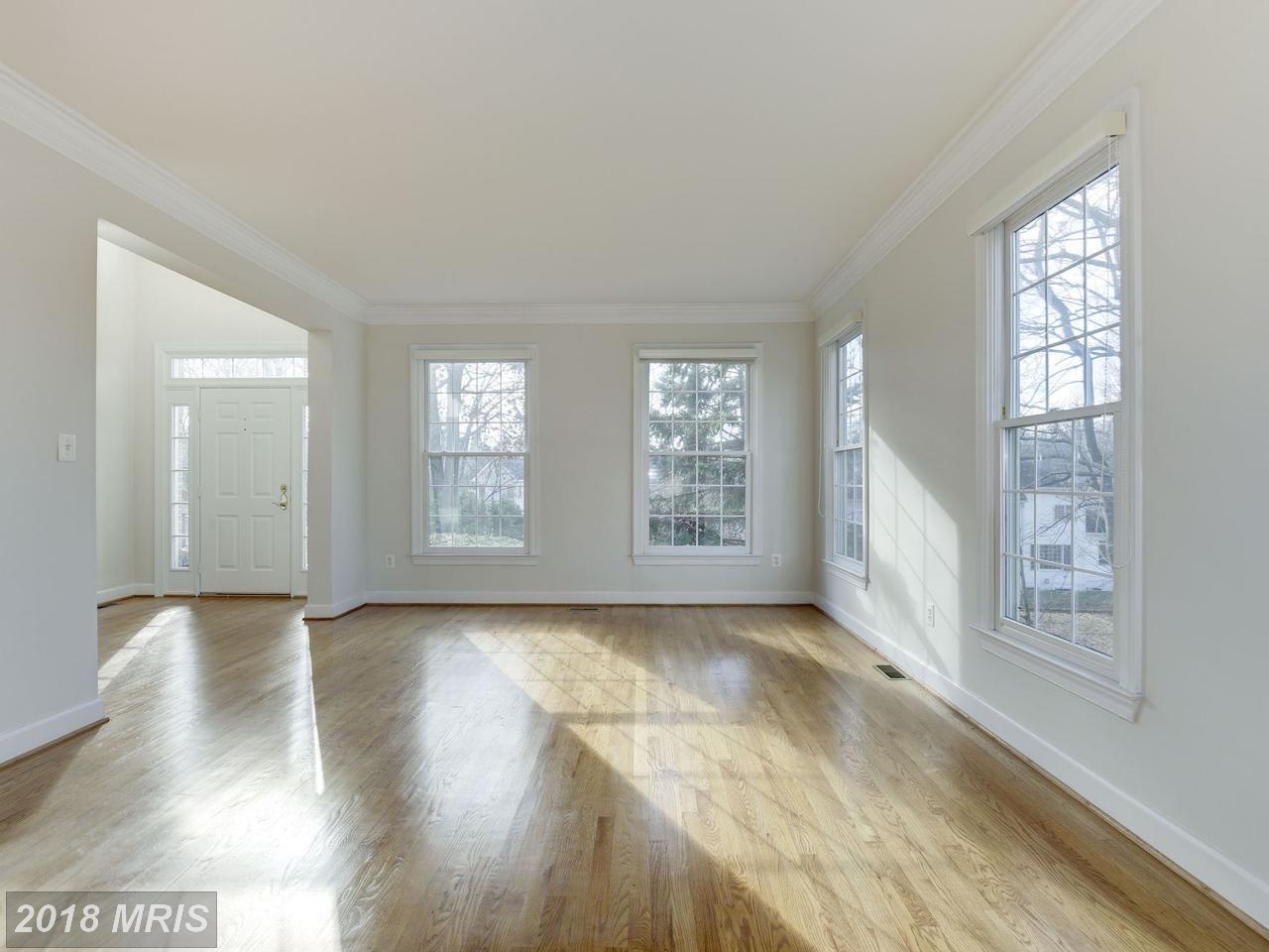 Additional photo for property listing at Colonial, Detached - ROCKVILLE, MD 9909 ALDERSGATE RD Rockville, Maryland,20850 United States