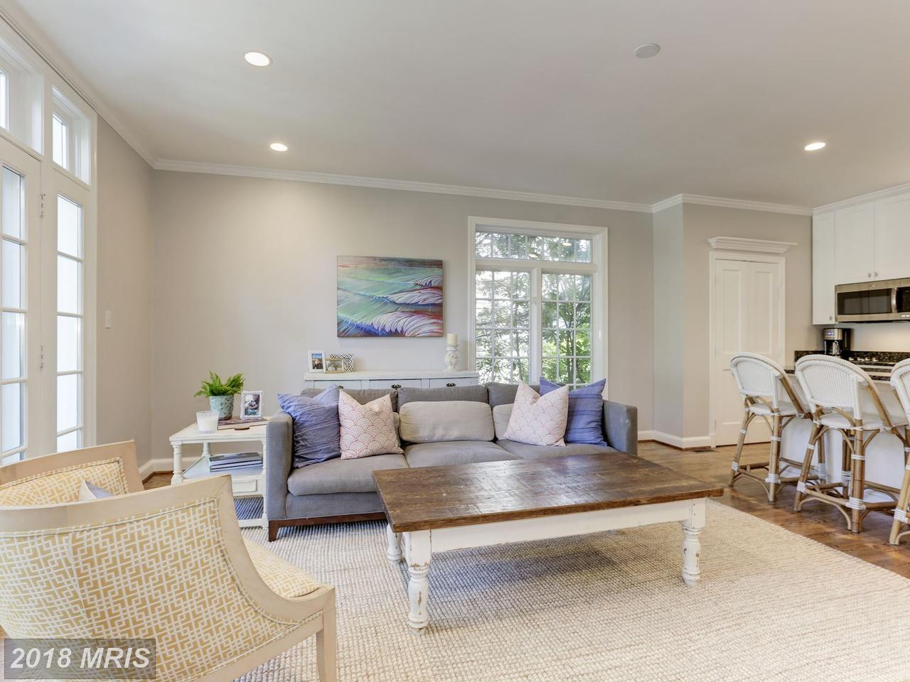 Additional photo for property listing at Tudor, Detached - BETHESDA, MD 8012 HAMPDEN LN Bethesda, Maryland,20814 États-Unis