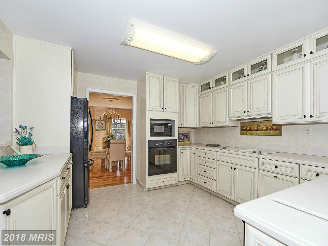 Additional photo for property listing at Colonial, Detached - POTOMAC, MD 10505 WHITE CLOVER TER Potomac, Maryland,20854 Hoa Kỳ