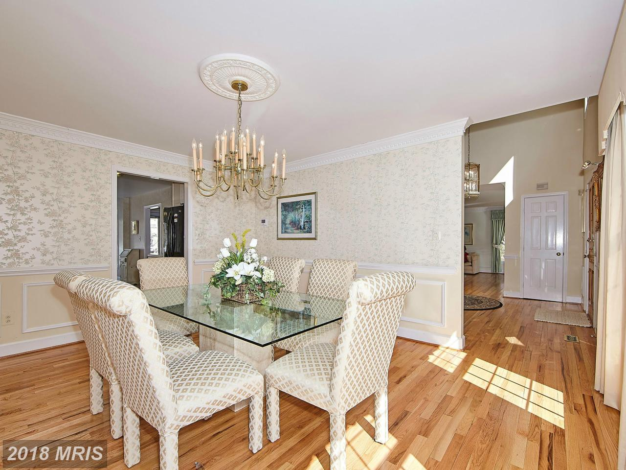 Additional photo for property listing at Colonial, Detached - POTOMAC, MD 10505 WHITE CLOVER TER Potomac, Maryland,20854 États-Unis