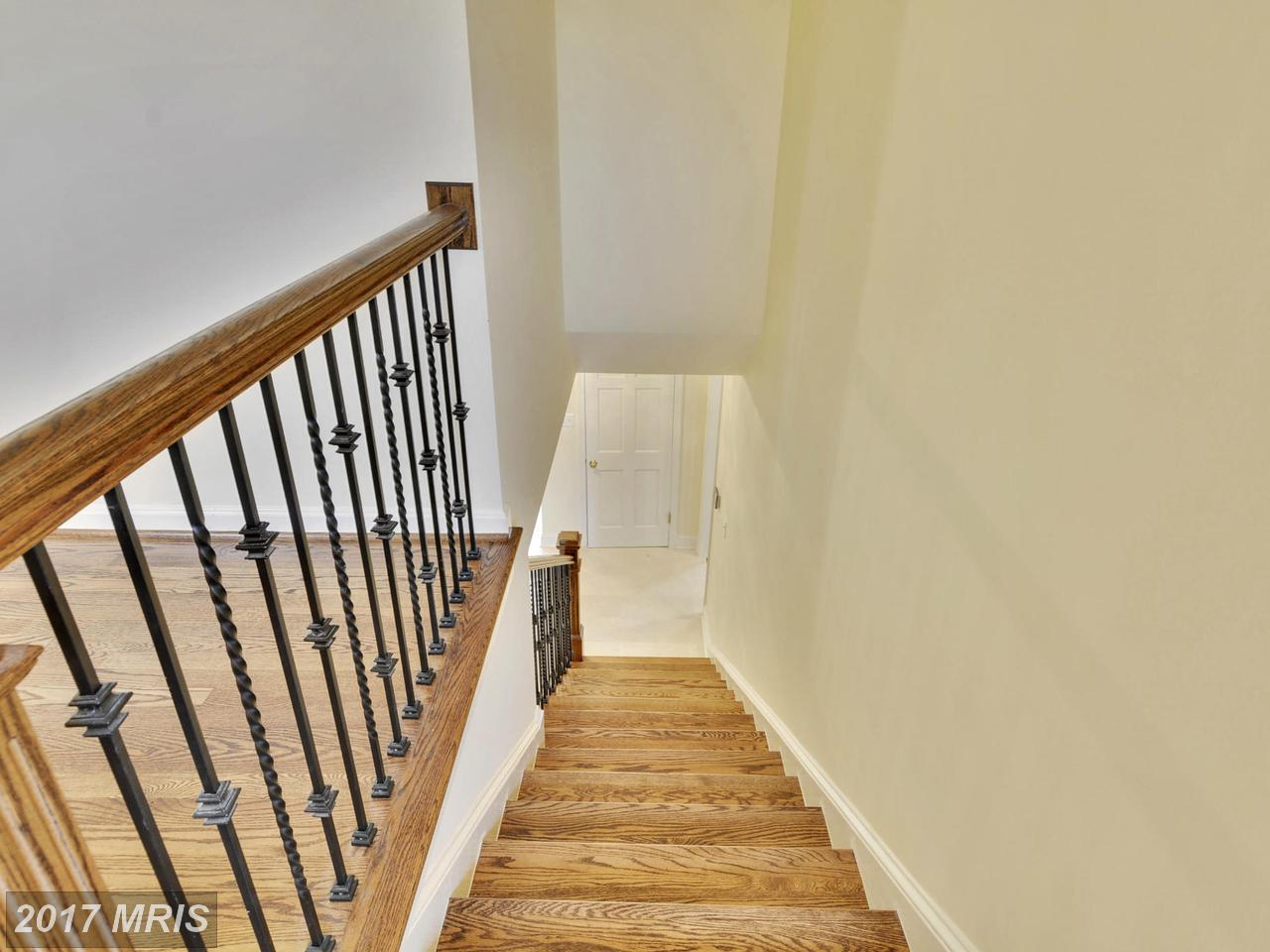 Additional photo for property listing at Colonial, Detached - CHEVY CHASE, MD 6420 GARNETT DR Chevy Chase, Maryland,20815 United States