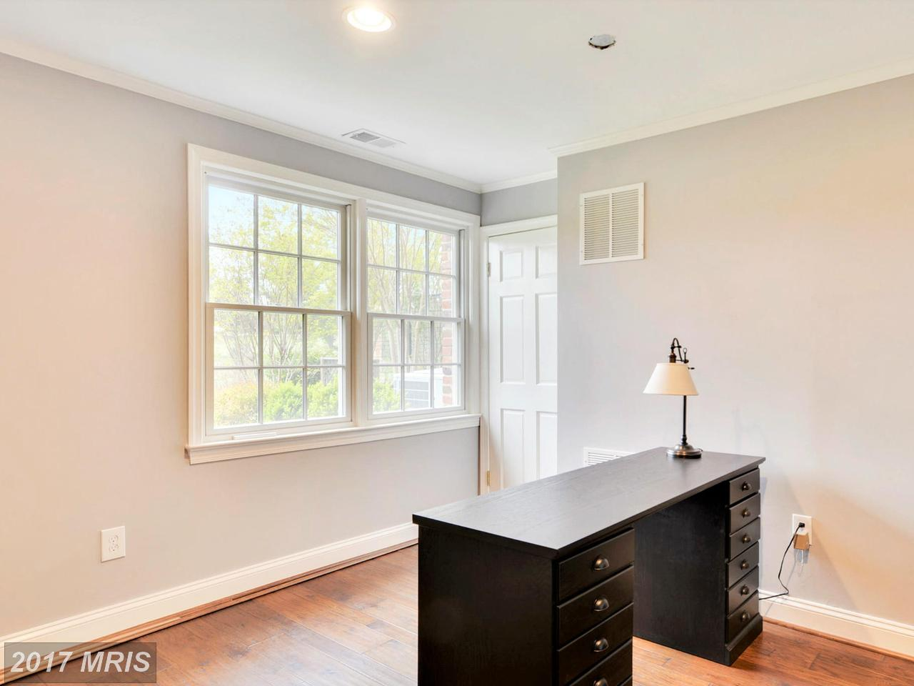 Additional photo for property listing at Colonial, Detached - CHEVY CHASE, MD 6420 GARNETT DR Chevy Chase, Maryland,20815 Vereinigte Staaten