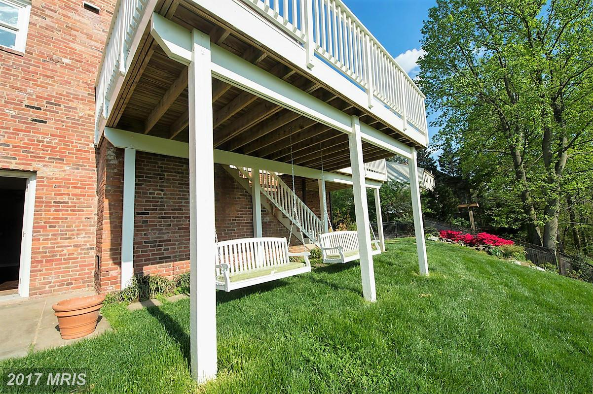 Additional photo for property listing at Colonial, Detached - CHEVY CHASE, MD 6420 GARNETT DR Chevy Chase, Maryland,20815 Hoa Kỳ
