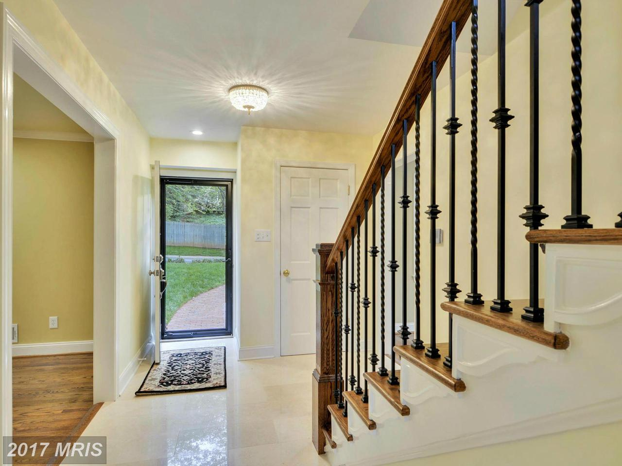 Additional photo for property listing at Colonial, Detached - CHEVY CHASE, MD 6420 GARNETT DR Chevy Chase, Maryland,20815 Amerika Birleşik Devletleri