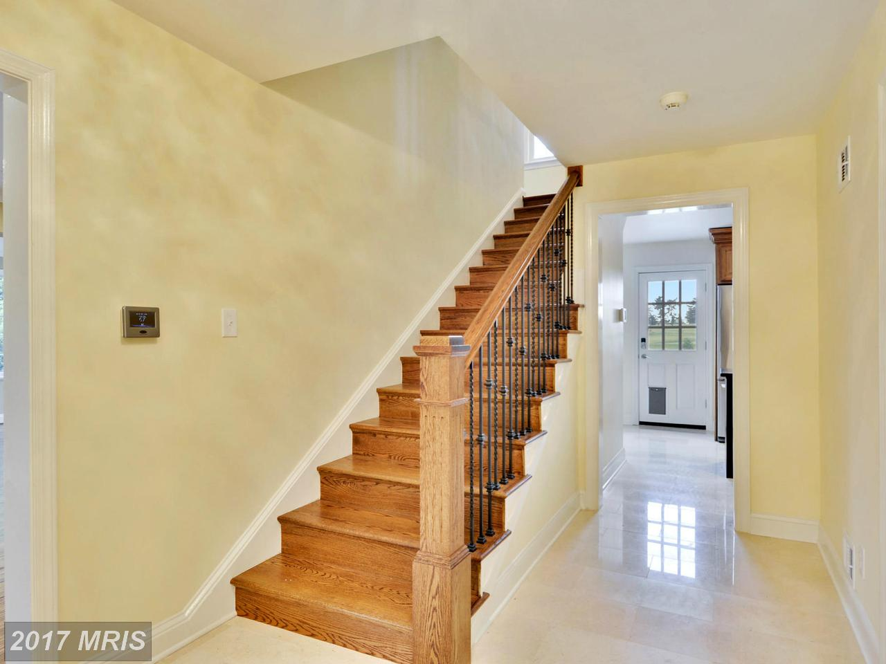 Additional photo for property listing at Colonial, Detached - CHEVY CHASE, MD 6420 GARNETT DR Chevy Chase, Maryland,20815 Estados Unidos