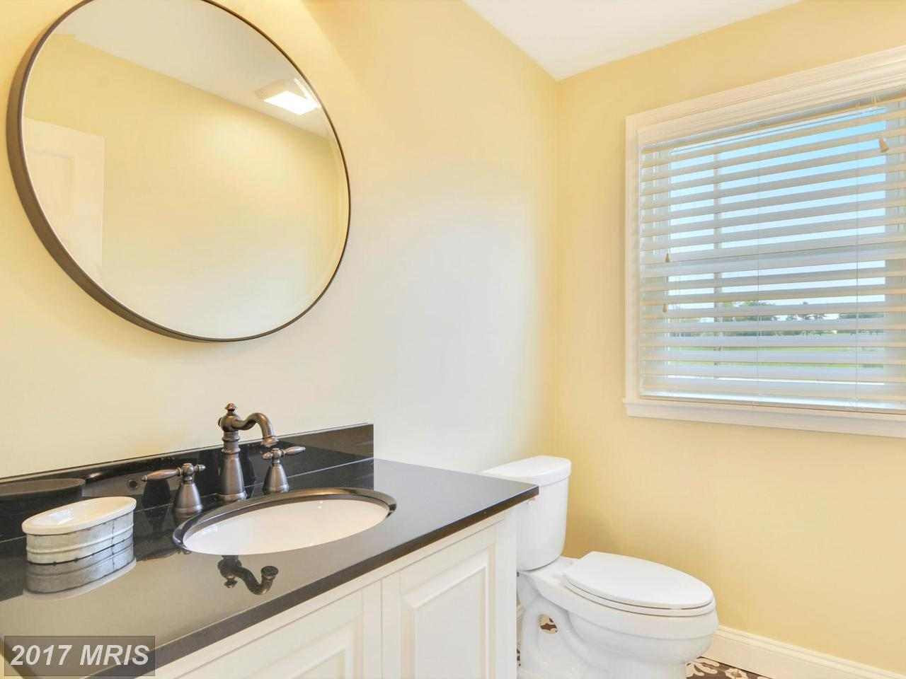 Additional photo for property listing at Colonial, Detached - CHEVY CHASE, MD 6420 GARNETT DR Chevy Chase, Maryland,20815 Verenigde Staten