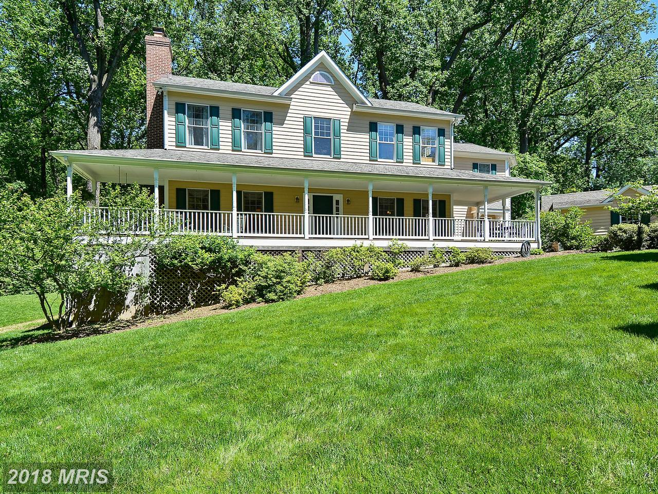 Villa per Vendita alle ore Colonial, Detached - CHEVY CHASE, MD 4109 JONES BRIDGE RD Chevy Chase, Maryland,20815 Stati Uniti
