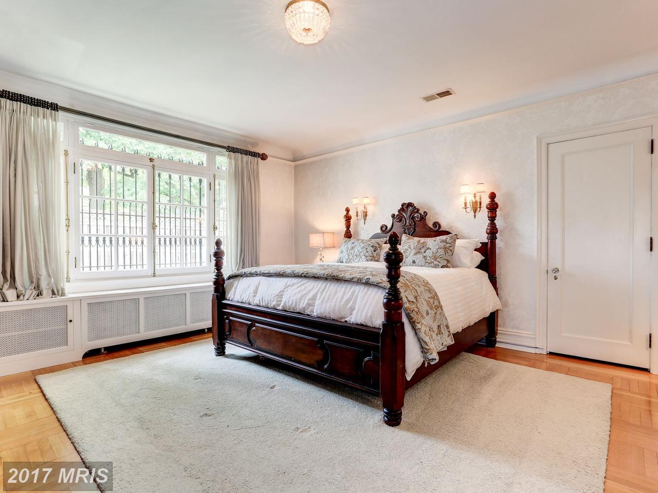 Additional photo for property listing at Detached, International - HAGERSTOWN, MD 951 THE TERRACE Hagerstown, Maryland,21742 Verenigde Staten