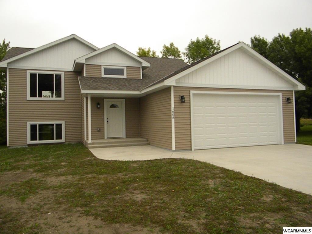 1608 College Park Cir, Willmar, MN 56201