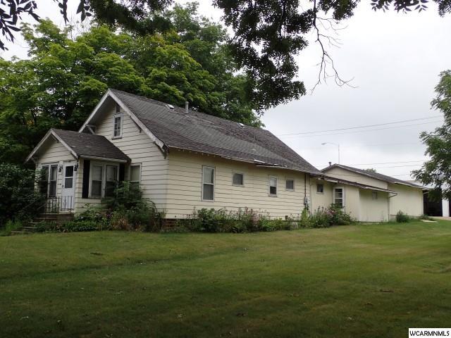 102 E 1st St S, Truman, MN 56088