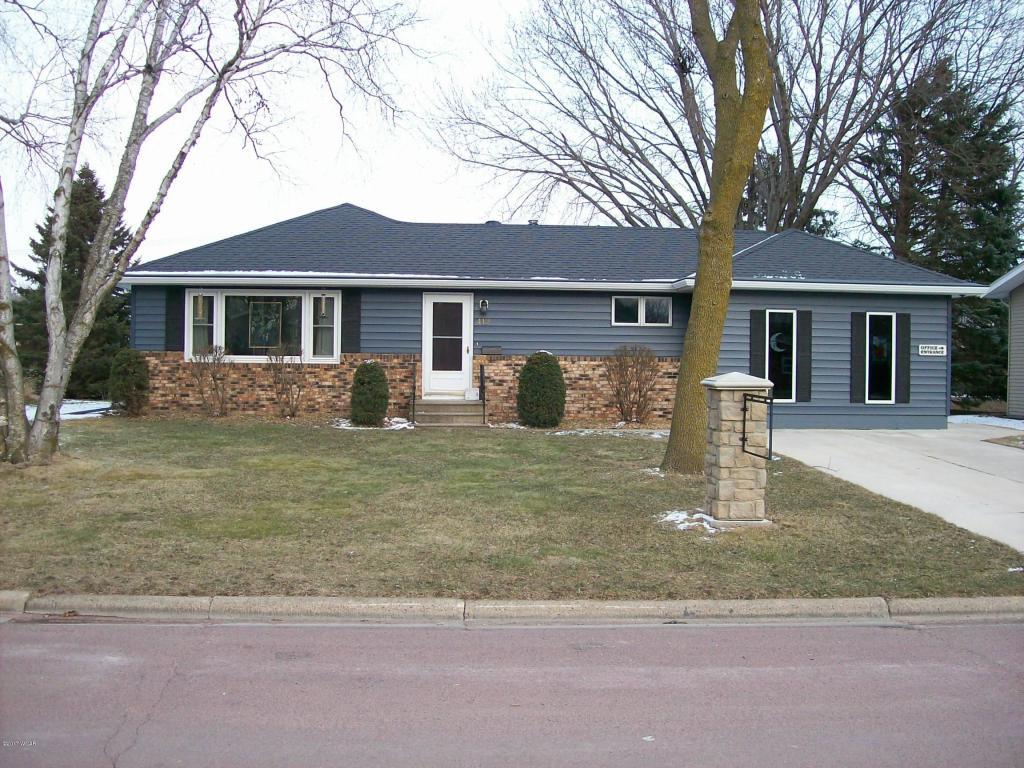 412 N 3rd Ave E, Truman, MN 56088