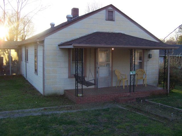 208 Wagoner St, Jonesville, NC 28642