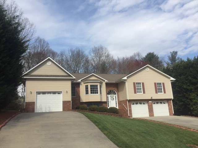 Photo of 208 Sunnydale Dr  Millers Creek  NC
