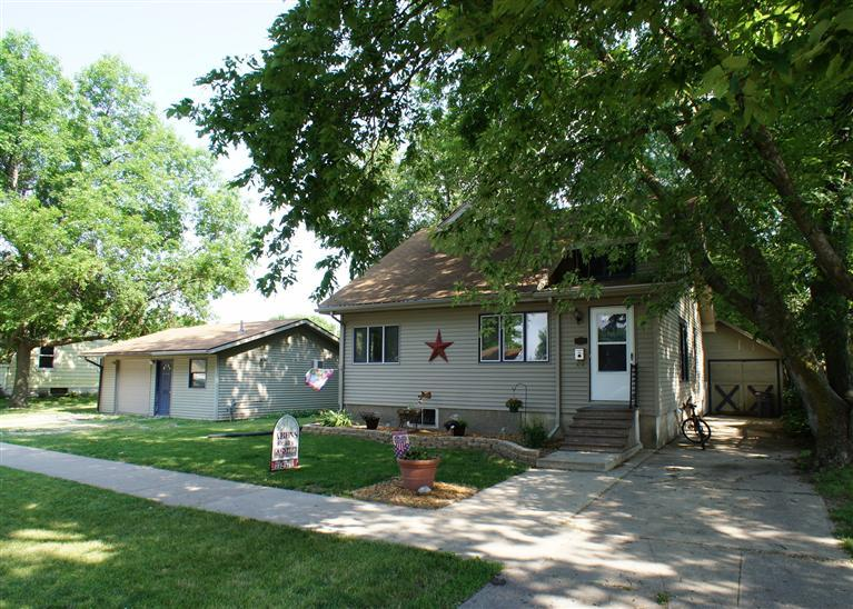 1229 Water St, Webster City, IA 50595