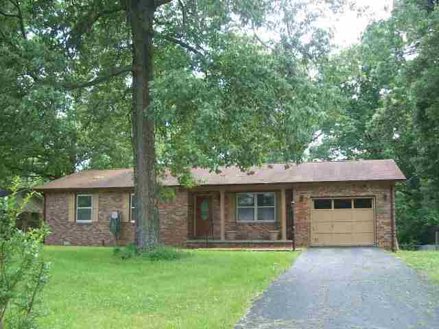 2015 Happy Hollow Dr, Paducah, KY 42003
