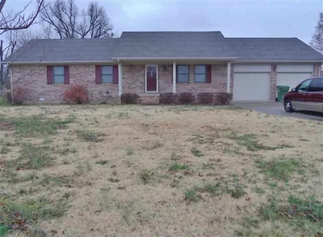 5925 Kerry Dr, West Paducah, KY 42086