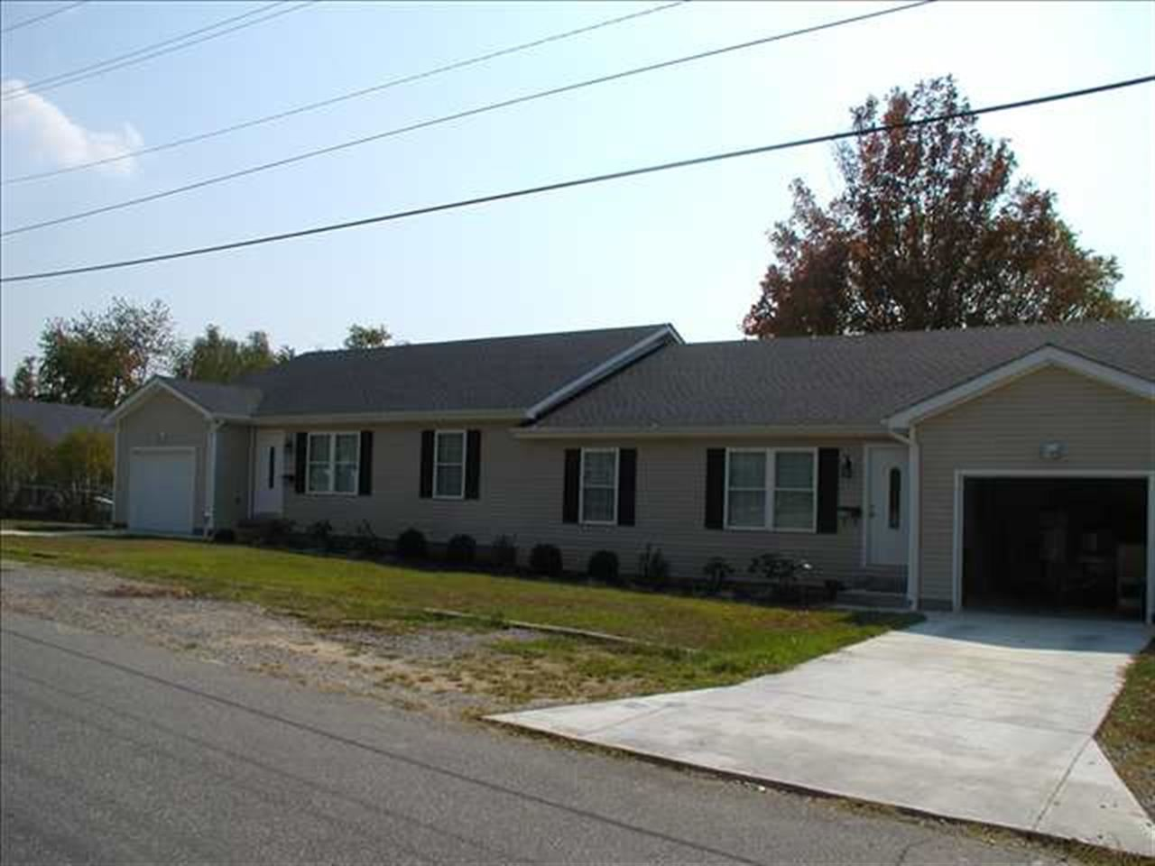 Rental Homes for Rent, ListingId:27790254, location: 1635 A & B Walnut Street Benton 42025