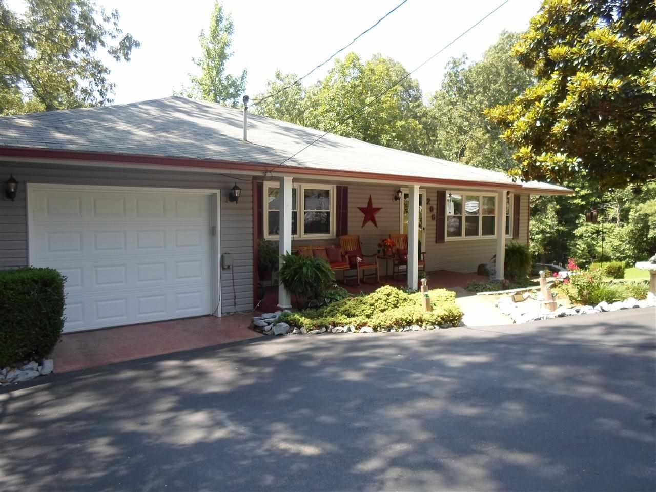 206 Leisure Acres Ln, Murray, KY 42071