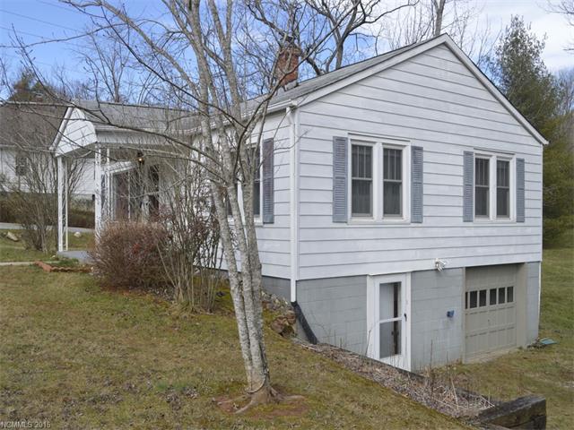422 Village Rd, Fairview, NC 28730