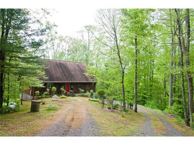 1030 Old Log Rd, Green Mountain, NC 28740