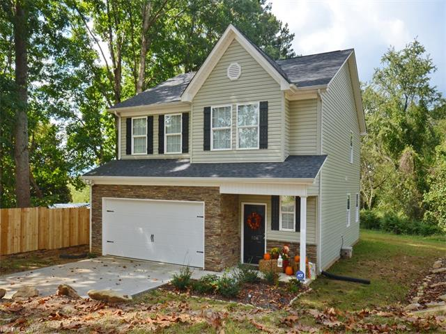 526 East St, Candler, NC 28715