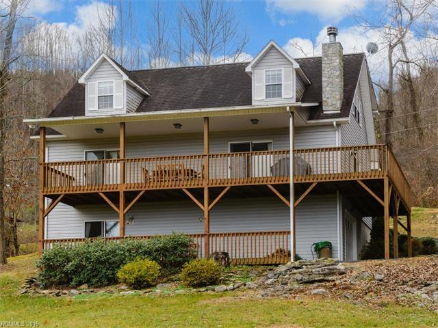 897 Point Of View Dr, Waynesville, NC 28785