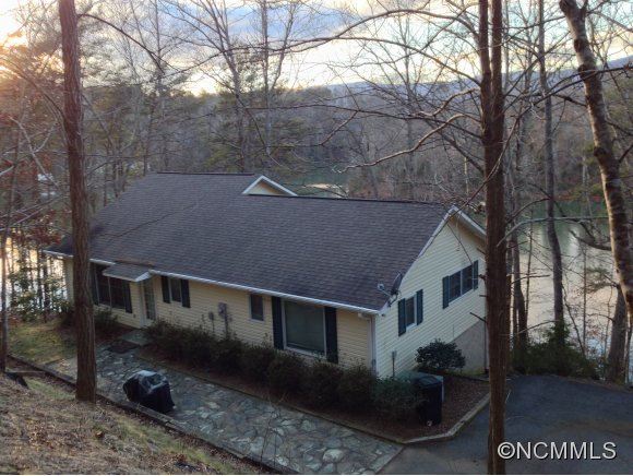 40 Kingfisher Ln, Mill Spring, NC 28756