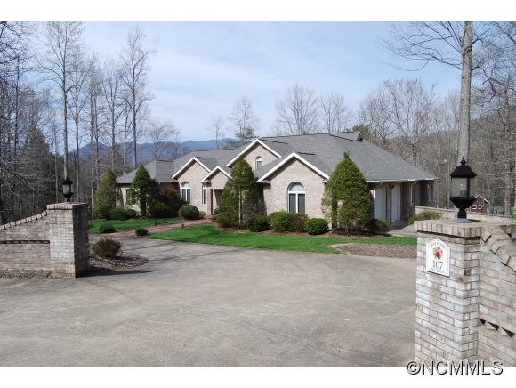 107 Lynch Cove Rd, Black Mountain, NC 28711