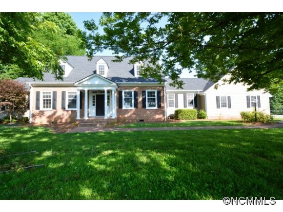 2690 Red Fox Rd, Tryon, NC 28782