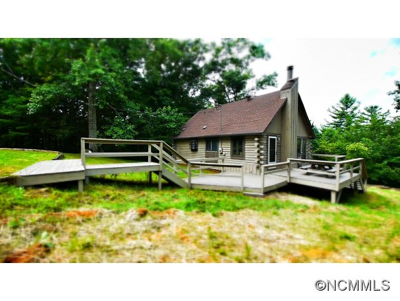 329 Wooded Bluff Ln, Saluda, NC 28773