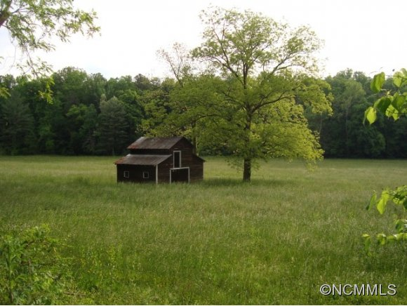 534 Howard Gap Rd, Tryon, NC 28782