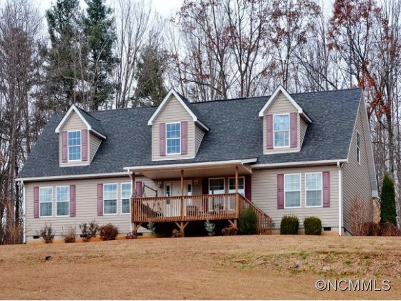 119 Queens Ct, Saluda, NC 28773