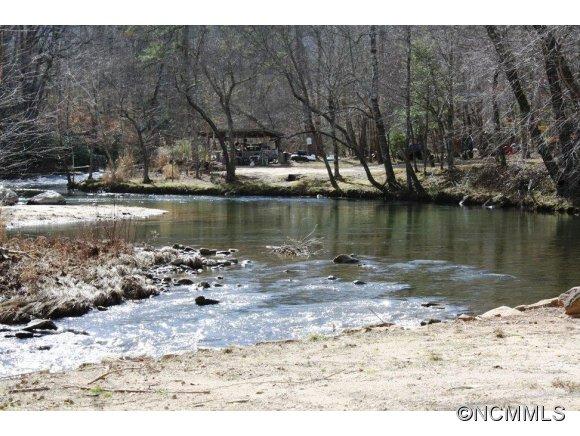 Green River Cove Rd, Saluda, NC 28773