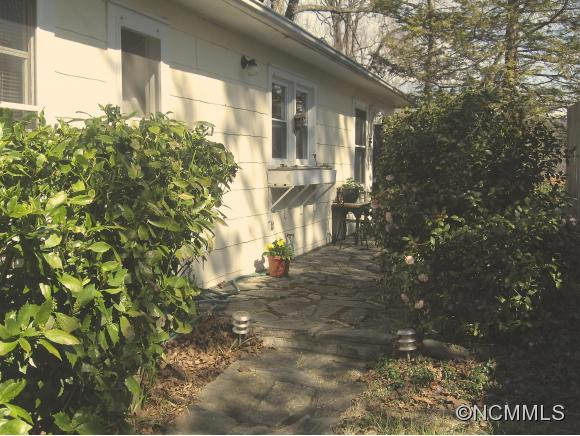 140 Pacolet St, Tryon, NC 28782