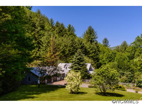 500 Mountain View Rd, Hot Springs, NC 28743