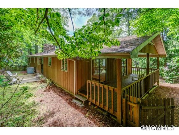 22 Gardenwood Ln, Asheville, NC 28803