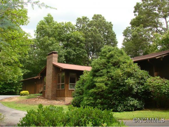 206 Riva Ridge Dr, Fairview, NC 28730