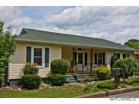 107 Young St, Swannanoa, NC 28778