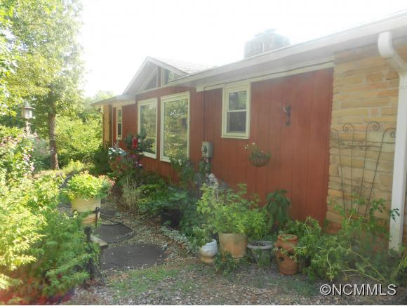 1633 Jim Page Rd, Columbus, NC 28722