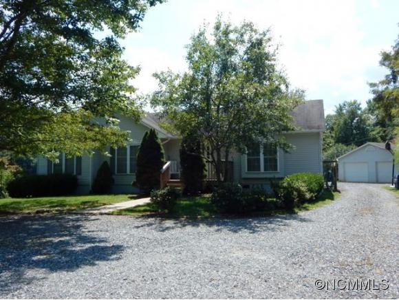 215 Green Meadow Ln, Mars Hill, NC 28754