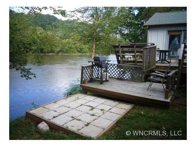 1421 River Rd, Hot Springs, NC 28743