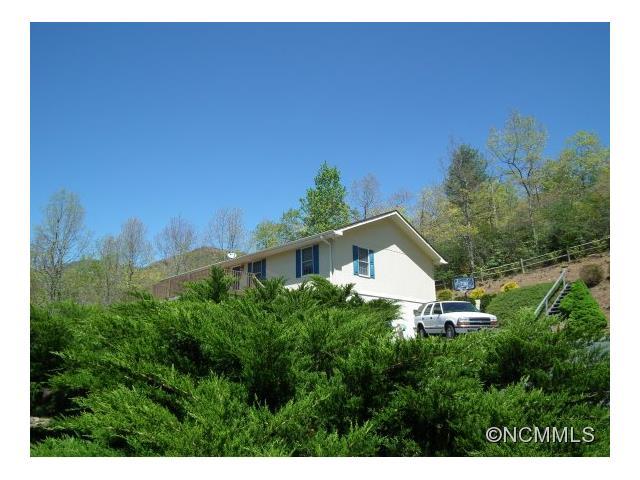 95 Sourwood Ridge Rd, Black Mountain, NC 28711