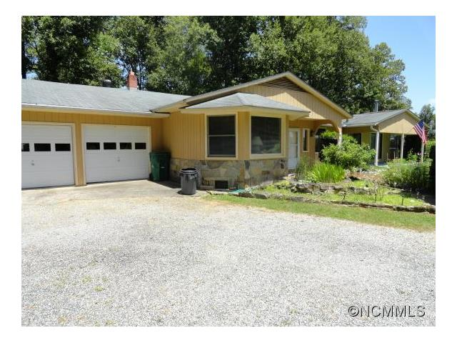 825 Frost Rd, Saluda, NC 28773