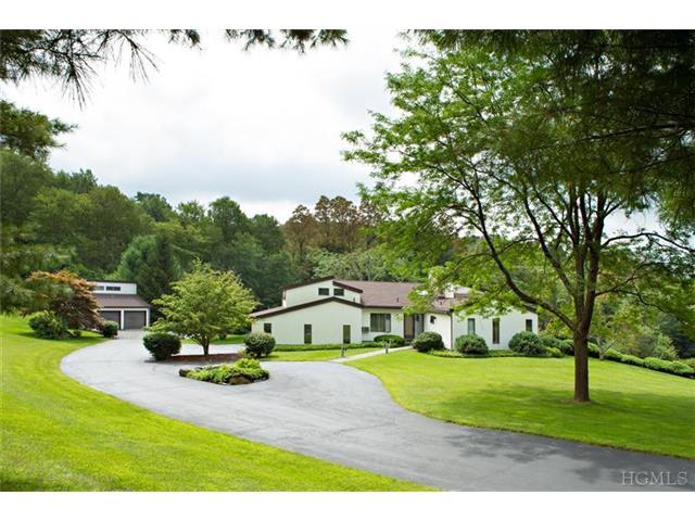 28 Strawberry Hill Rd, Pawling, NY 12564