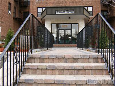 Rental Homes for Rent, ListingId:24724658, location: 632 Warburton Ave Yonkers 10701