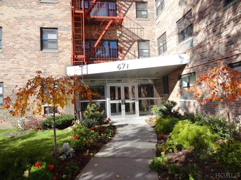Rental Homes for Rent, ListingId:26134492, location: 671 Bronx River Rd Yonkers 10704