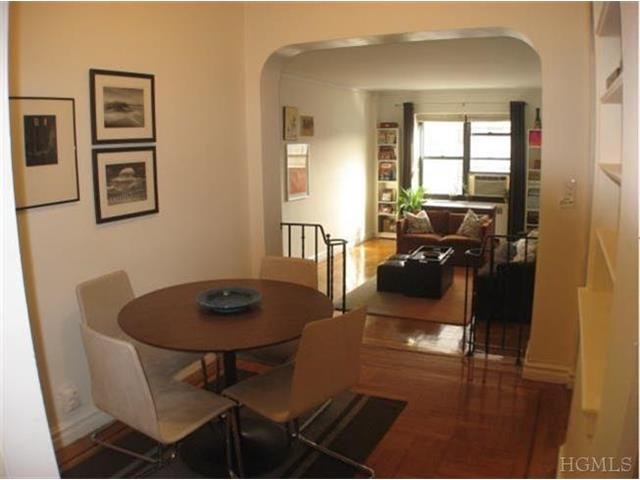 primary photo for 190 East Mosholu Parkway Unit: 3d, Bronx, NY 10458-1211, US